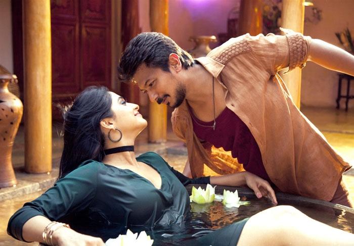 ரெஜினா கசாண்ட்ரா - உதயநிதி ஸ்டாலின்