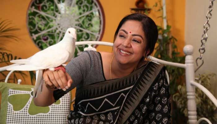 Kaatrin-Mozhi-movie-review